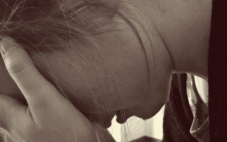 Płacząca kobieta w depresji