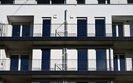 Balkony z oknami