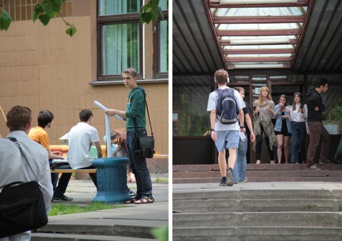 Uczniowie przed uczelnią