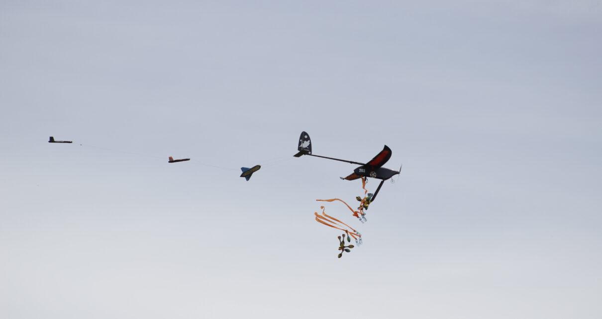 samolot zrzucający ładunek