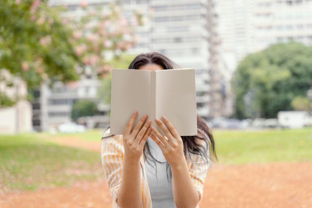 Młoda dziewczyna, studiująca w USA