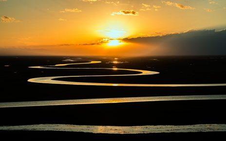 wszystko jest poezja, opowieść rzeka