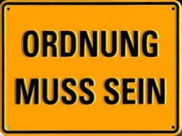 żółta tablica z niemieckim napisem