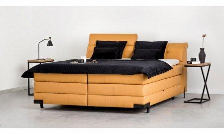 łoże w sypialni