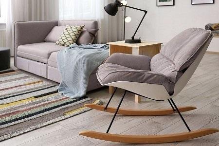 bujanyy fotel w salonie