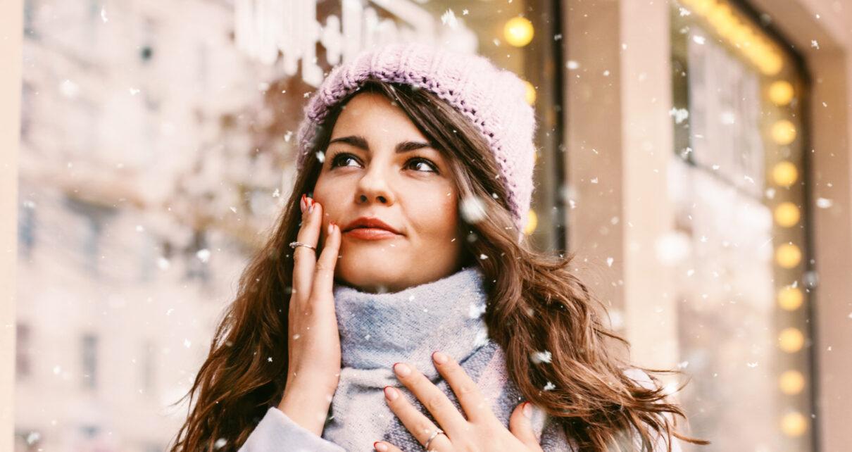 kobieta na zewnątrz zimą