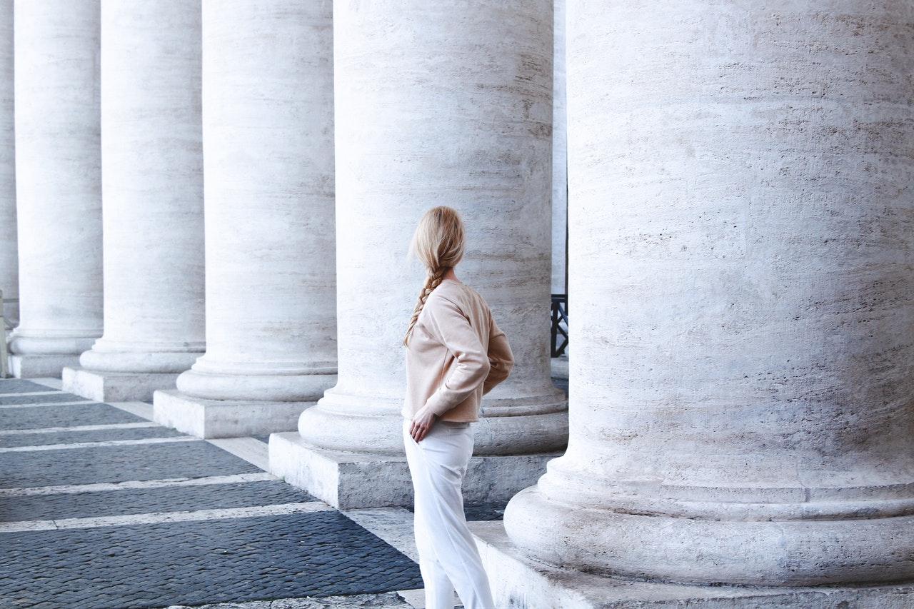 Kobieta podejmująca studia we włoszech po angielsku