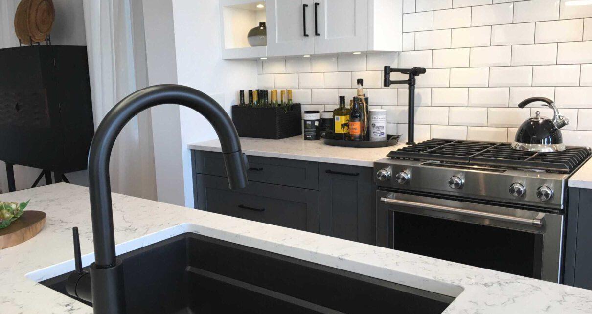 granitowy zlew w kuchni