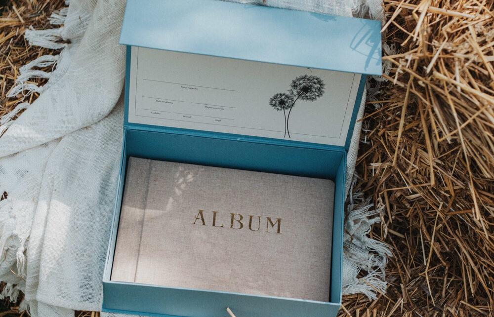 niebieskie pudełko