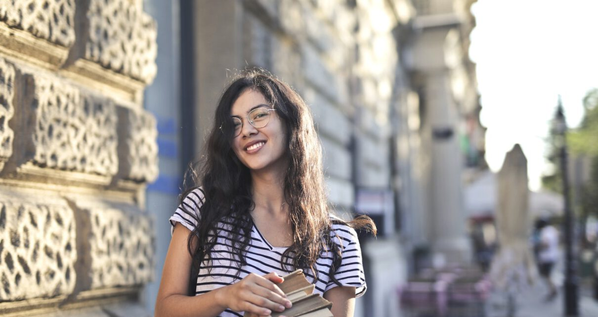 Studentka na uniwesytecie USA ponosząca koszty studiów