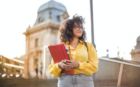 Studentka robiąca doktorat za granicą