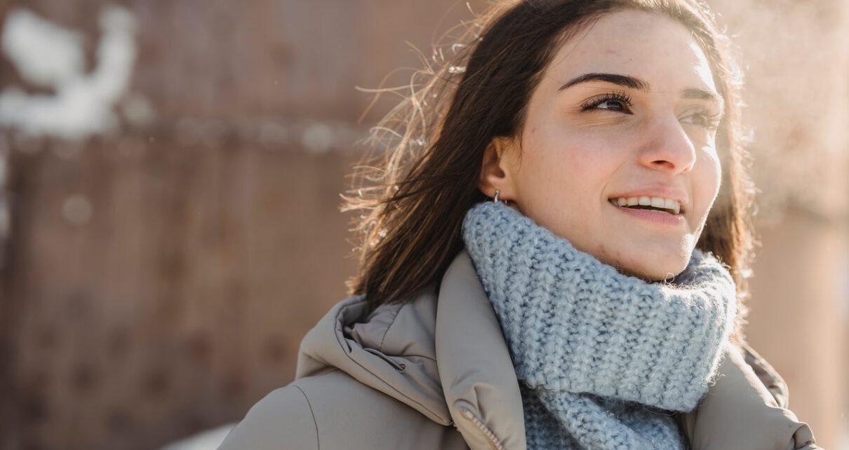Kobieta w kurtce zimowej